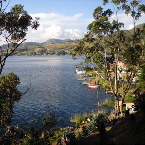 CYcling trip tota lagoon Andes